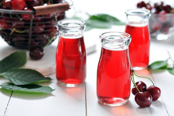 cherry juice - چه خوراکی هایی برای خواب راحت مناسب هستند؟