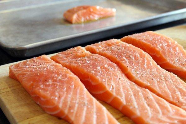 salmon - چه خوراکی هایی برای خواب راحت مناسب هستند؟
