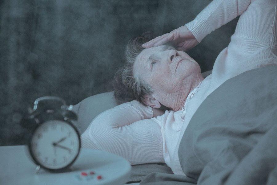 خوابیدن پیرزن